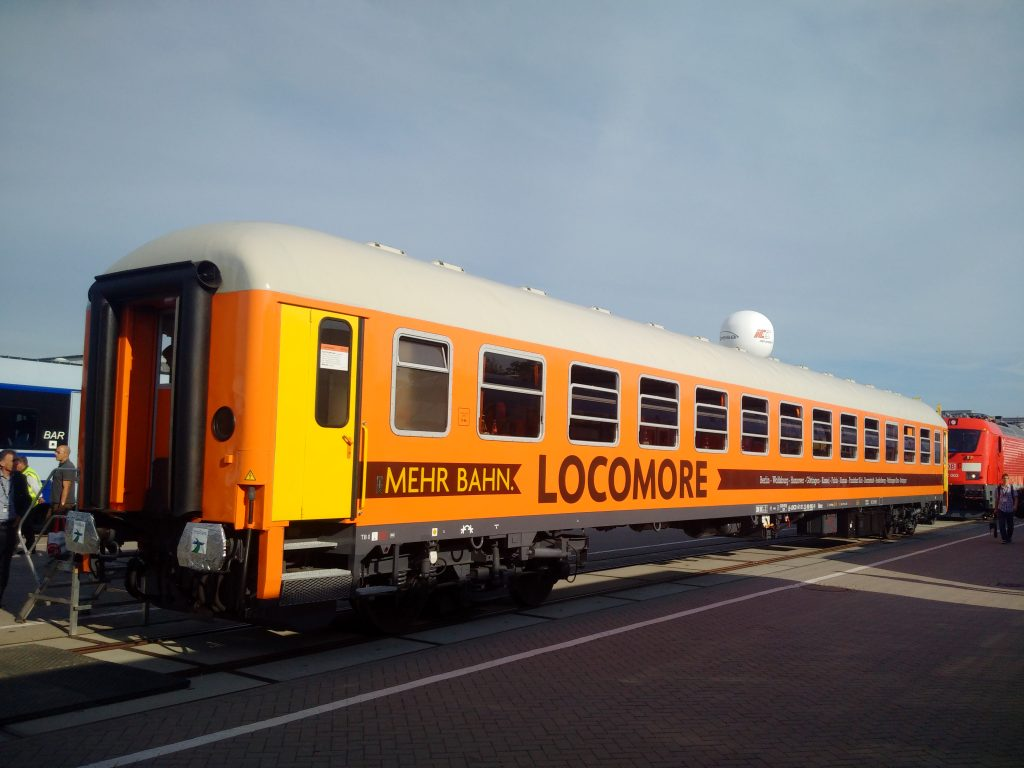 SRI übergibt Intercity-Wagen an Locomore