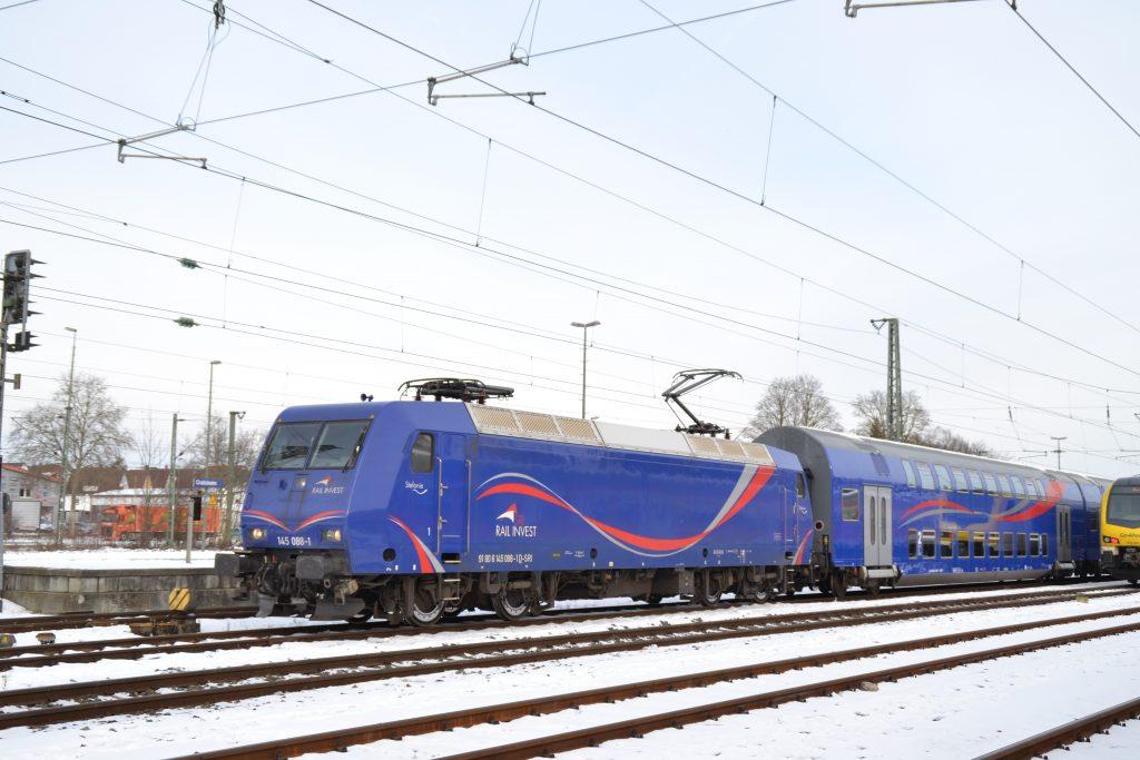 145 087 mit Doppelstockzug in Crailsheim